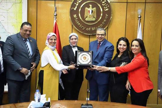 وزير القوى العاملة مع وفد تنسيقية شباب الأحزاب (11)
