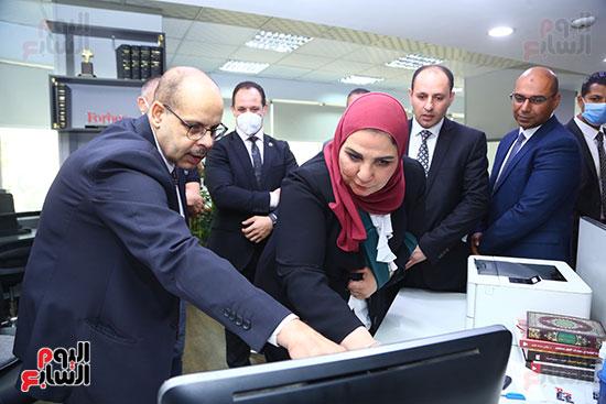 وزيرة التضامن داخل صالة تحرير اليوم السابع
