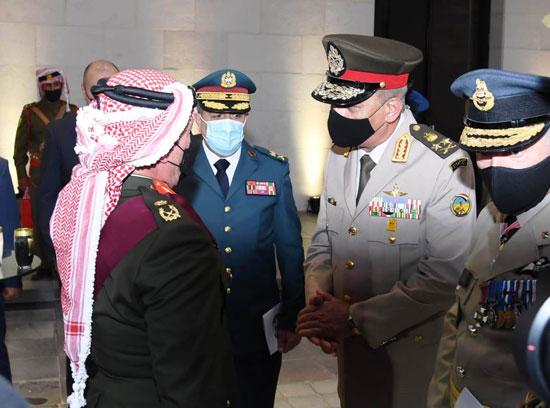 وزير الدفاع يعود لأرض الوطن عقب حضوره مراسم الاحتفال بالمئوية الأولى لتأسيس الأردن (4)