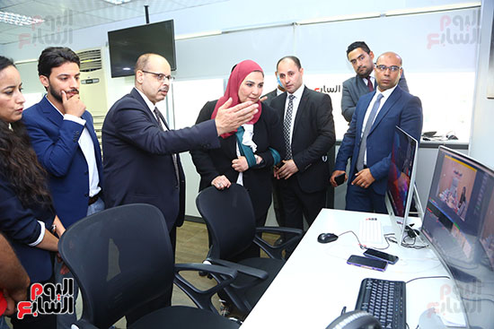 الكاتب الصحفي أكرم القصاص يطلع وزيرة التضامن عمل آليات عمل تلفزيون اليوم السابع