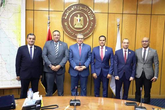وزير القوى العاملة مع وفد تنسيقية شباب الأحزاب (3)