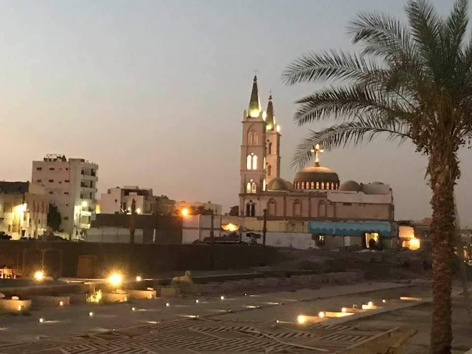 طريق الكباش يتجمل قبل افتتاحه خلال الفترة المقبلة