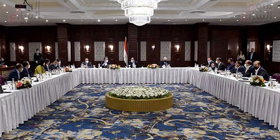 رئيس الوزراء يلتقى المستثمرين السياحيين (1)