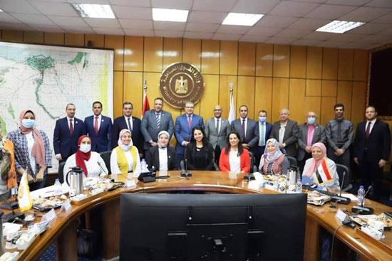 وزير القوى العاملة مع وفد تنسيقية شباب الأحزاب (8)