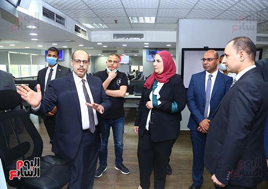 الكاتب الصحفي اكرم القصاص يشرح آليات العمل بصالة التحرير