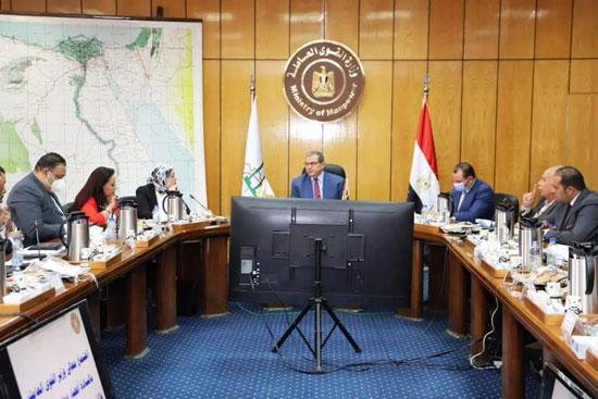 وزير القوى العاملة مع وفد تنسيقية شباب الأحزاب (6)