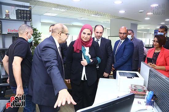 رئيس التحرير يطلع وزيرة التضامن على آليات العمل في نشر الاخبار