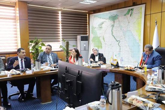 وزير القوى العاملة مع وفد تنسيقية شباب الأحزاب (2)