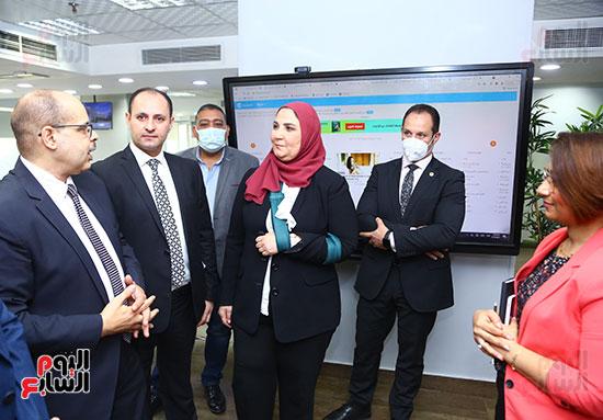 جانب من زيارة  وزيرة التضامن صالة تحرير اليوم السابع