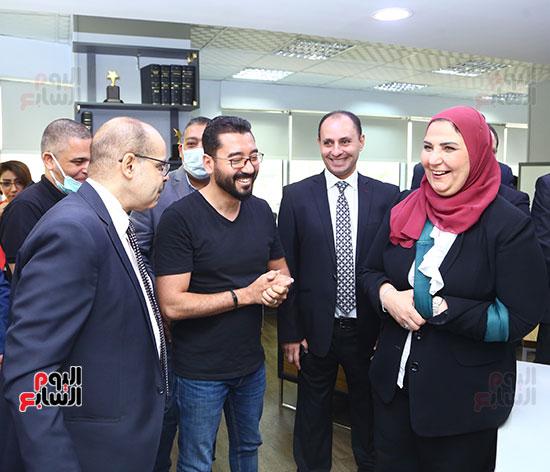 وزيرة التضامن مع الكاتب الصحفى أكرم القصاص  والزملاء محمد خطاب ومدحت وهبه