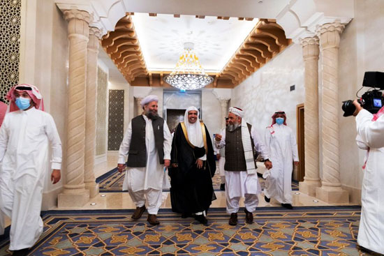 كبار علماء باكستان وأفغانستان يوقعون من جوار البيت الحرام (1)