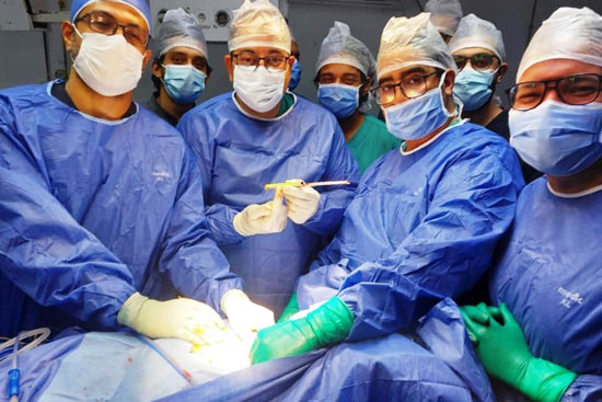 فريق-جراحة-العظام-بالفيوم-ينجح-فى-استخراج-آلة-حادة-بعنق-طفل-بسبب-مشاجرة-(3)