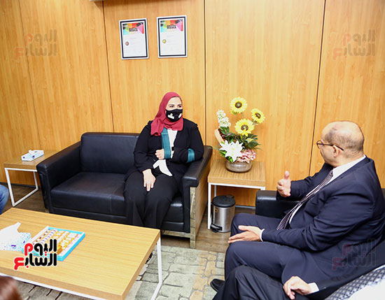 الكاتب الصحفى اكرم القصاص في حوار جانبي مع  وزيرة التضامن
