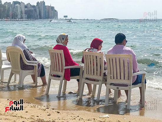 ضحك ولعب على شواطئ الاسكندرية (4)