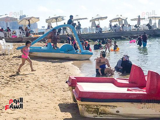 ضحك ولعب على شواطئ الاسكندرية (2)