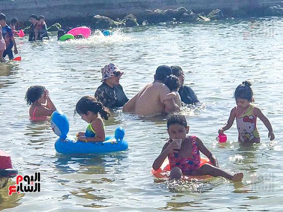 ضحك ولعب على شواطئ الاسكندرية (5)