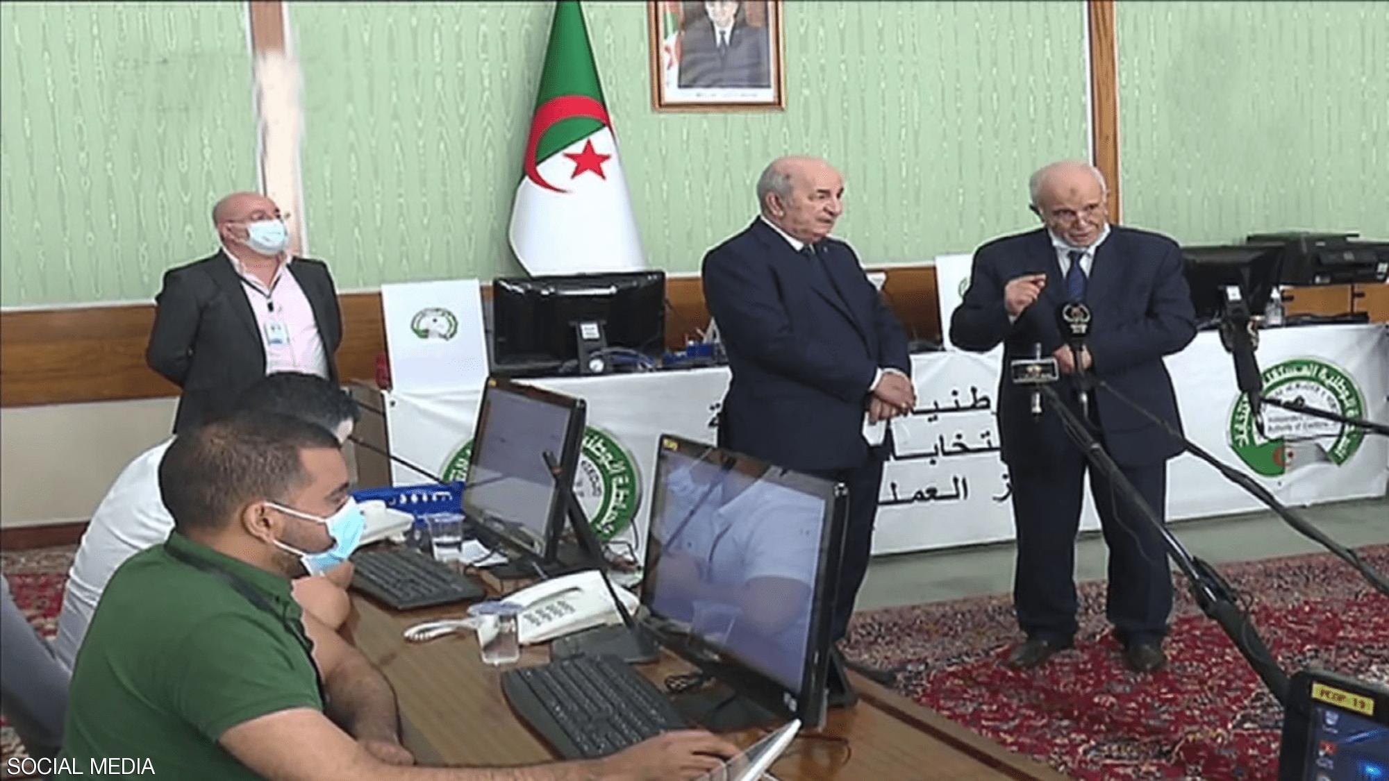 الرئيس الجزائرى يناقش الترتيب لاجراء الانتخابات البرلمانية