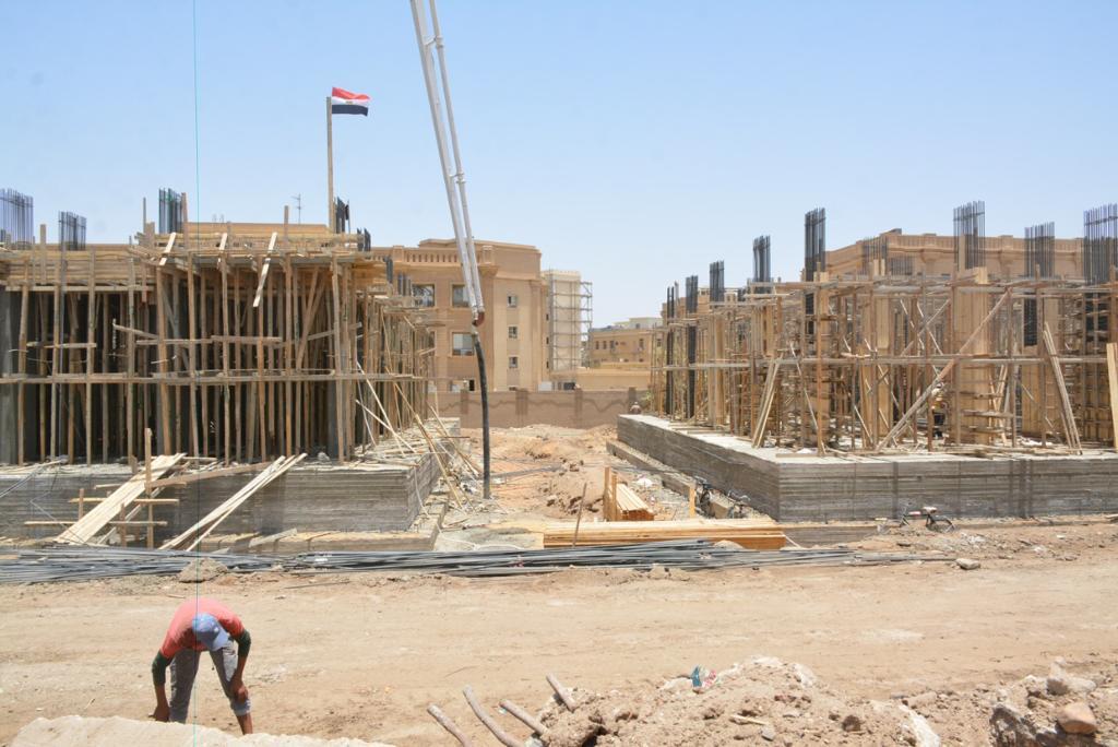 علم مصر يزين الوحدات السكنية