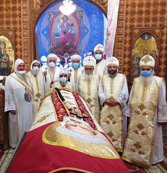 إيبارشية-الفيوم-تحتفل-بعيد-القديس-الأنبا-أبرآم-بدون-حضور-شعبى-(5)