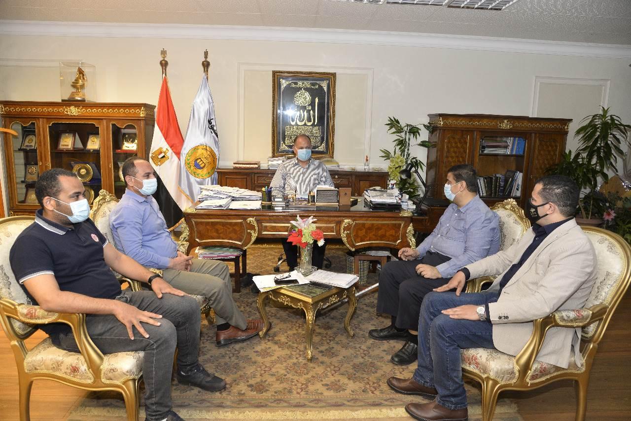 محافظ أسيوط يلتقي عددا من أعضاء مجلسي الشيوخ والنواب (5)