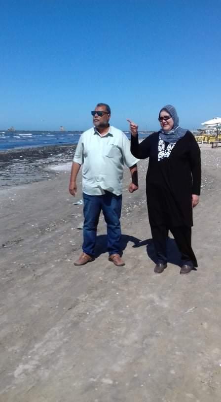 مدير الشاطئ ومديرة المصيف