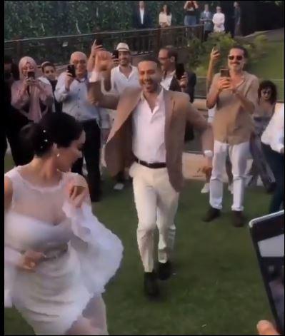 وصلة رقص بين محمد فراج وبسنت شوقى بعد عقد قرانها  (3)
