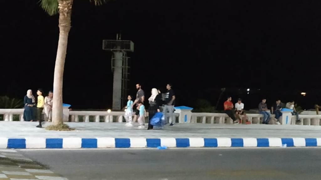 اجواء صيفية ممتعة لزوار كورنيش مطروح ليلا (5)