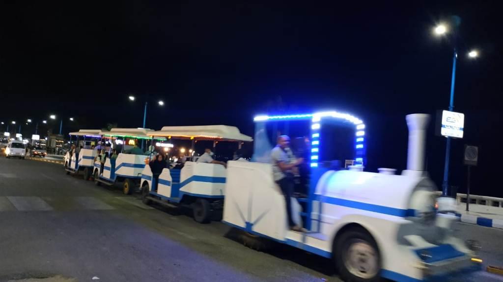 اجواء صيفية ممتعة لزوار كورنيش مطروح ليلا (1)