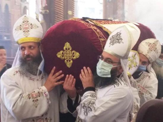 إيبارشية-الفيوم-تحتفل-بعيد-القديس-الأنبا-أبرآم-بدون-حضور-شعبى-(3)