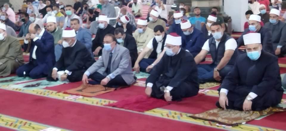 وزير الأوقاف يؤدى صلاة الجمعة بمسجد أبو العباس (3)