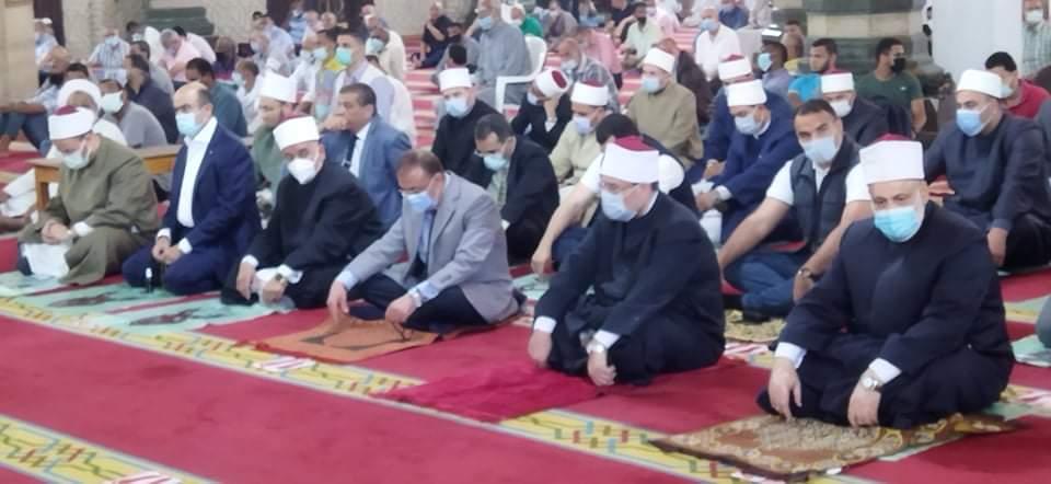 وزير الأوقاف يؤدى صلاة الجمعة بمسجد أبو العباس (4)