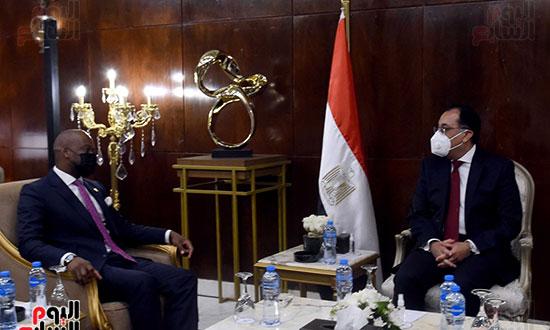 رئيس الوزراء يلتقى أمين عام سكرتارية منطقة التجارة الحرة القارية الأفريقية (4)