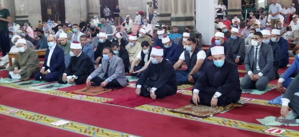 وزير الأوقاف يؤدى صلاة الجمعة بمسجد أبو العباس (2)