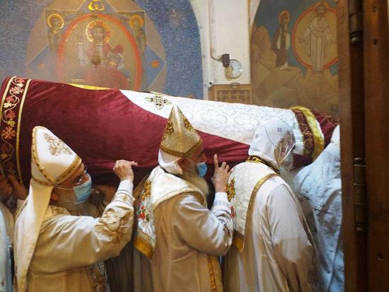 إيبارشية-الفيوم-تحتفل-بعيد-القديس-الأنبا-أبرآم-بدون-حضور-شعبى-(1)