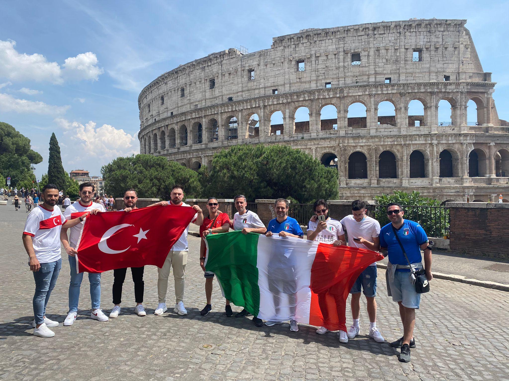 الجماهير التركية فى روما (4)