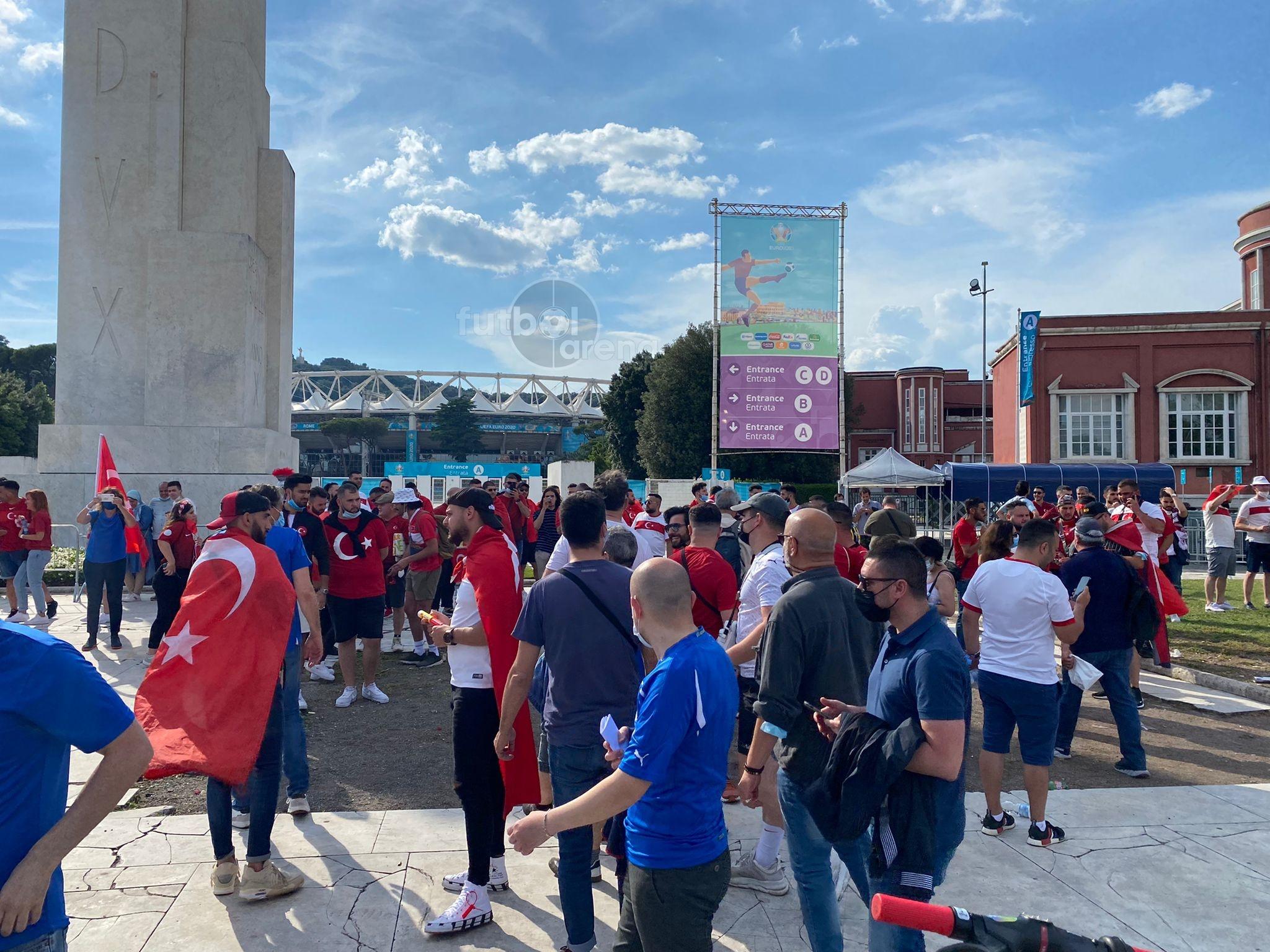 الجماهير التركية فى روما (3)