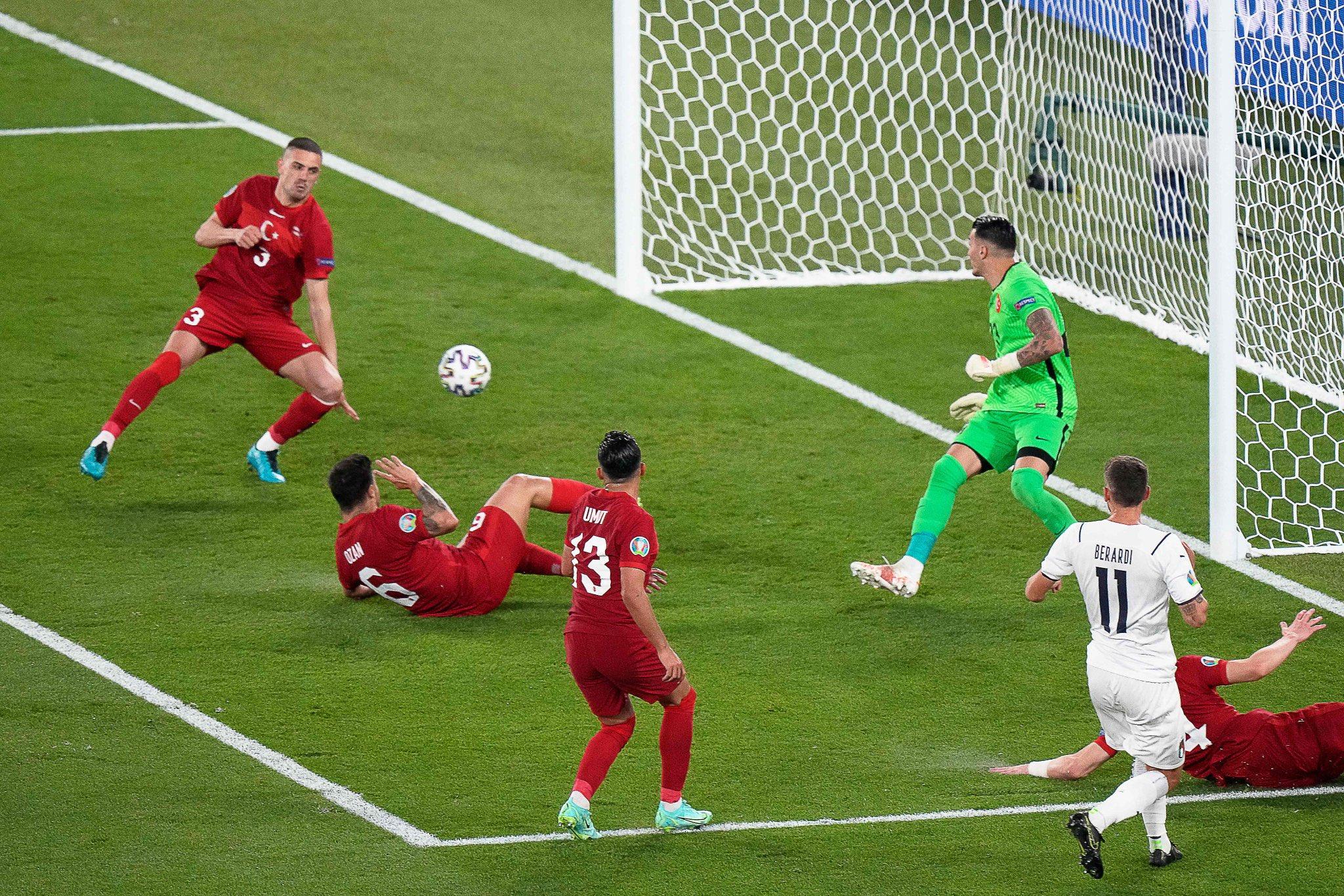 كرة الهدف الأول لمنتخب إيطاليا