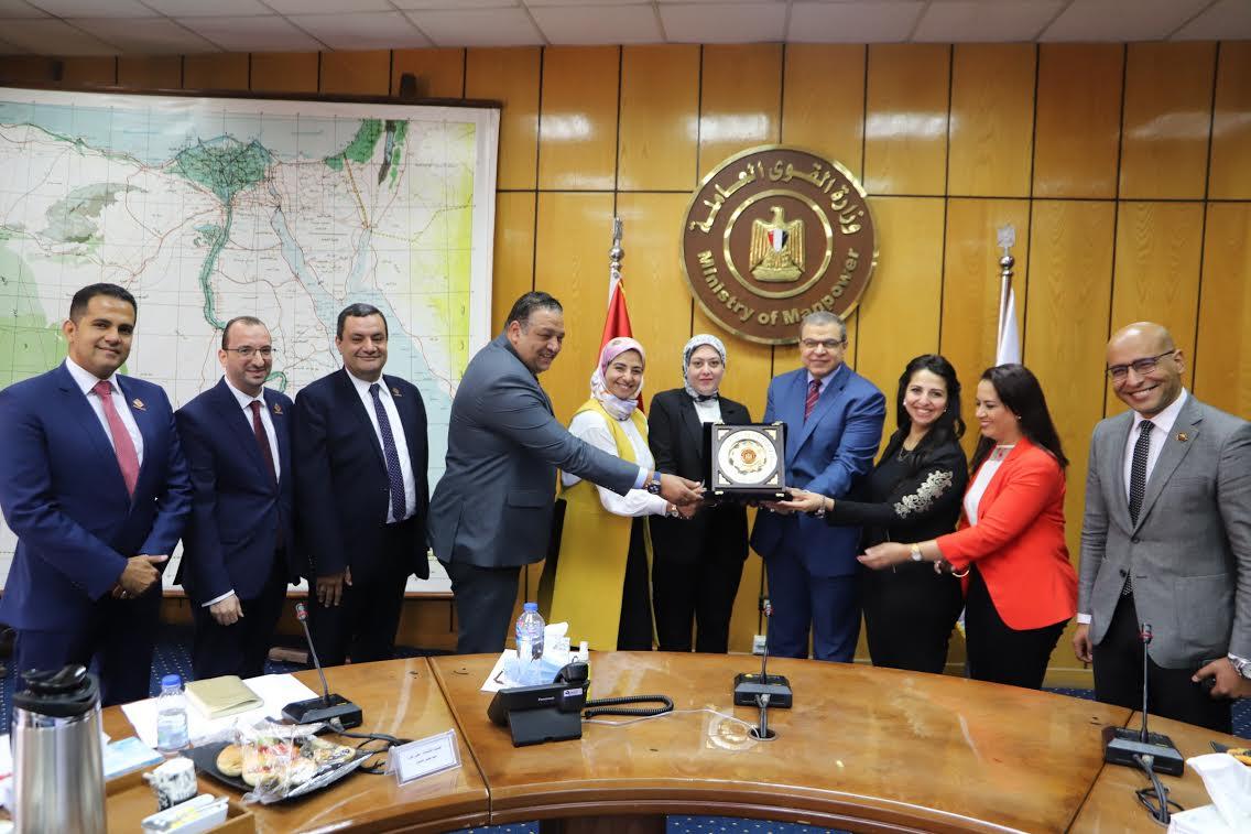 سعفان يلتقى  أعضاء تنسيقية شباب الأحزاب والسياسيين ومجلسي النواب والشيوخ