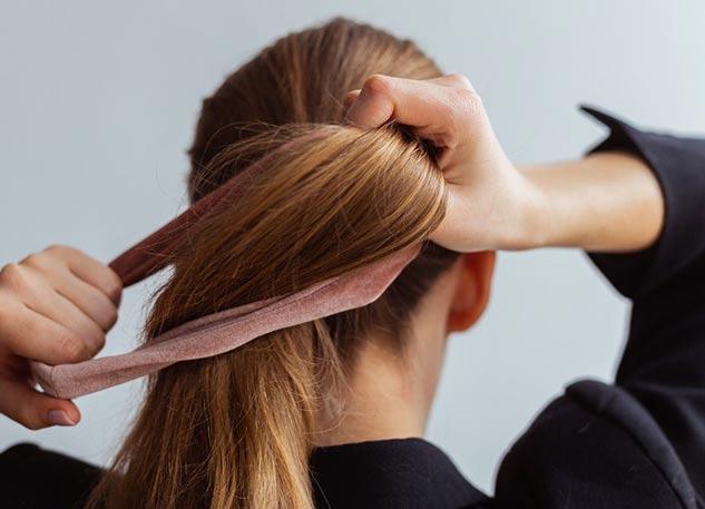 اربطي شعرك بإحكام شديد