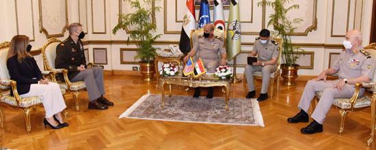 وزير الدفاع يلتقى قائد الحرس الوطنى الأمريكى (1)