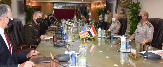 وزير الدفاع يلتقى قائد الحرس الوطنى الأمريكى (7)