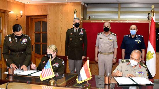 وزير الدفاع يلتقى قائد الحرس الوطنى الأمريكى (9)