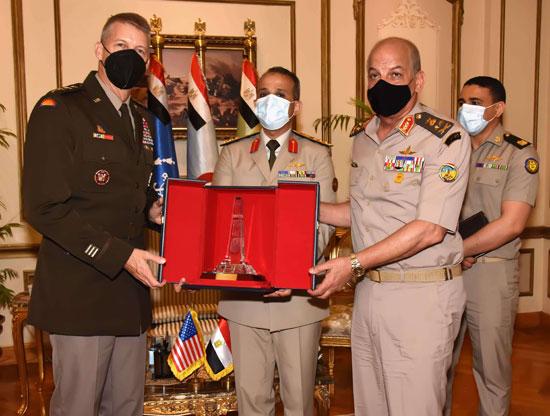 وزير الدفاع يلتقى قائد الحرس الوطنى الأمريكى (4)