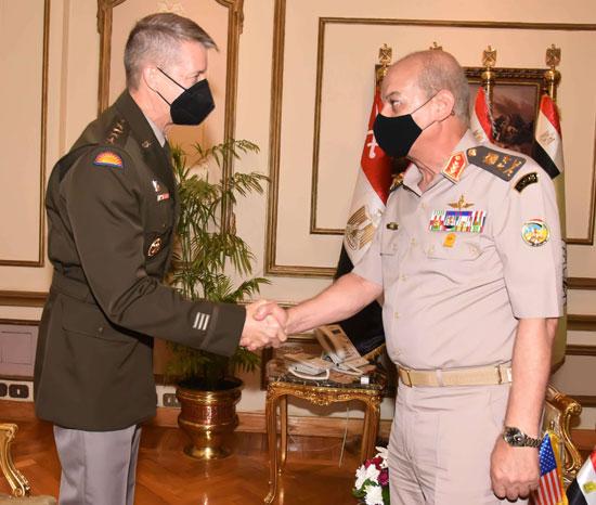 وزير الدفاع يلتقى قائد الحرس الوطنى الأمريكى (2)