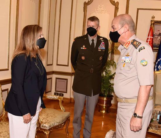 وزير الدفاع يلتقى قائد الحرس الوطنى الأمريكى (3)