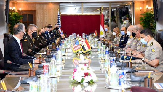 وزير الدفاع يلتقى قائد الحرس الوطنى الأمريكى (8)