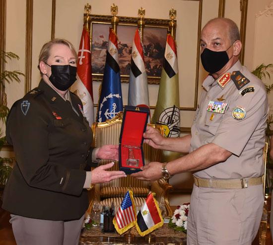 وزير الدفاع يلتقى قائد الحرس الوطنى الأمريكى (5)