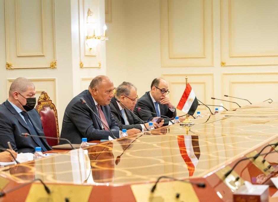 الوفد المصرى خلال اجتماع مع الوفد القطرى فى الدوحة
