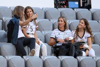 زوجات نجوم منتخب المانيا (2)