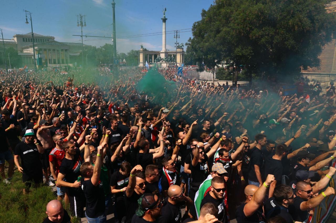 جماهير المجر تساند بلادها ضد البرتغال